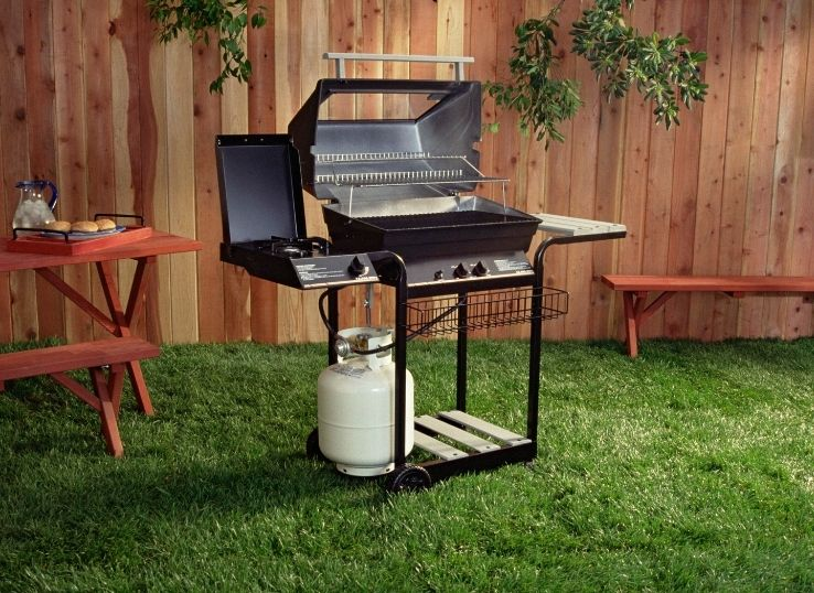 How to remove propane tank from the grill safely